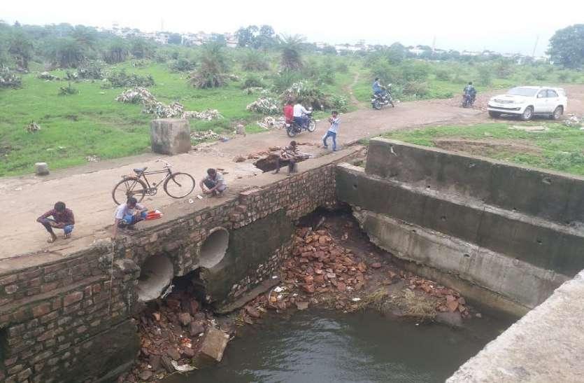 bhopal, bhopal news, bhopal patrika, patrika news, patrika bhopal, bhopal mp, latest hindi news, situation after barish, sadak, kharab sadak, mousam, weather, bhopal weather, roots of bhopal, bhopal roote, be carefull on this roote,