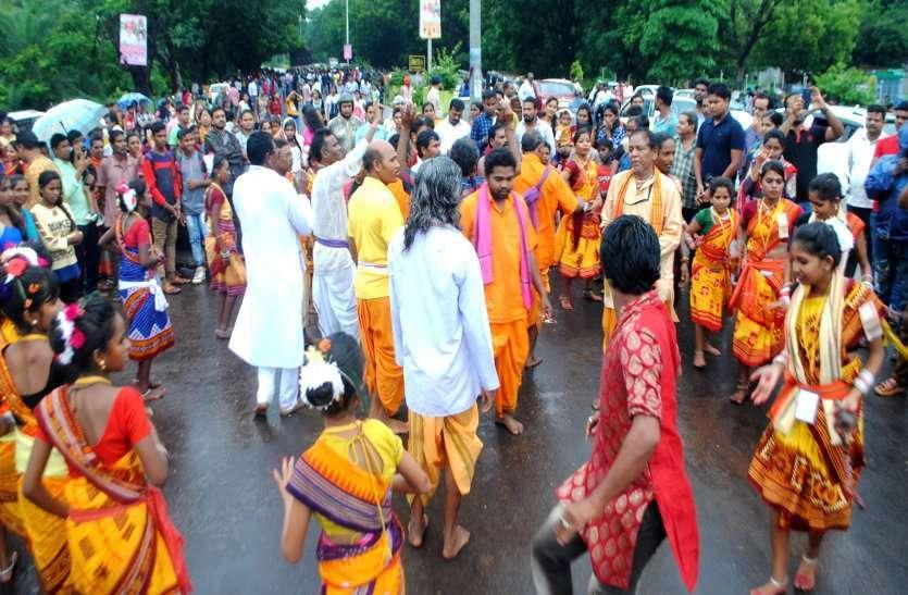 फोटो गैलरी : महाप्रभु जगन्नाथ स्वामी की वापसी रिमझिम बारिश में रथयात्रा उमड़ी भीड़