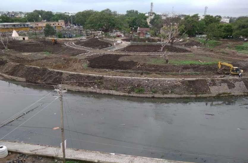 कान्ह नदी किनारे आकार लेने लगा बगीचा...