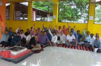 कर्मचारियों की हड़ताल से कार्यालयों में पसरा सन्नाटा