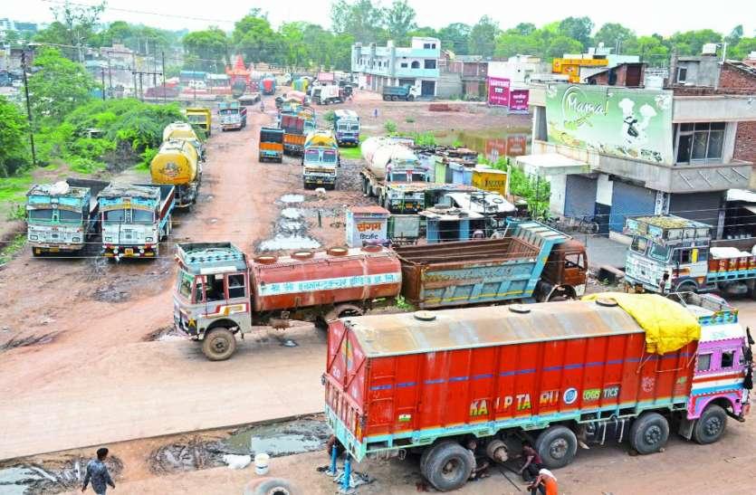 चौथे दिन भी जारी रही ट्रकों की हड़ताल, नहीं आए बाहर के ट्रक, बाजार में असर, रोजाना करोड़ों का नुकसान