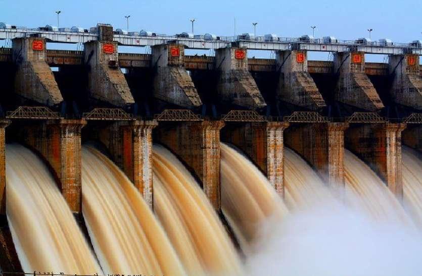 Narmada एक मीटर तक खुले इस बांध के 15 गेट खुले