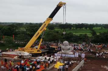 Video: ऐतिहासिक क्षण, देश में सबसे बड़ी भगवान चंद्रप्रभ की 21 फीट ऊंची प्रतिमा स्थापित हुई दुर्ग में