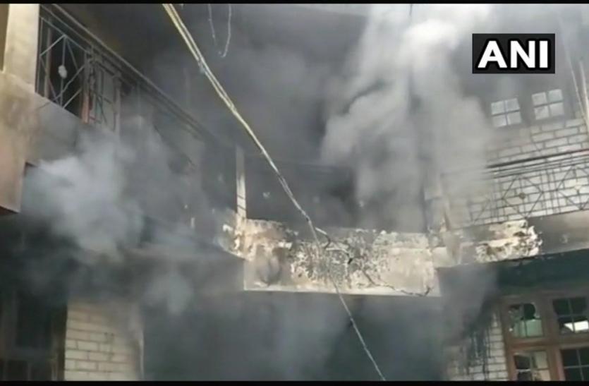 हिमाचल प्रदेश: मंडी इलाके की रेजिडेंशियल बिल्डिंग में लगी आग, पांच लोगों की मौत