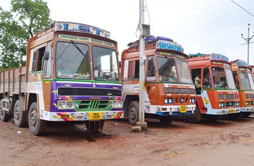 जयपुर में ट्रांसपोट्र्स की हड़ताल से इस शहर की भी कुरियर सेवा प्रभावित हुई, पार्सलों की निकासी नहीं हो सकी