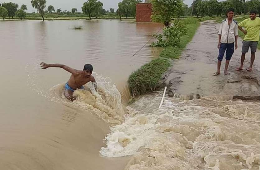 यहां बारिश किसानों के लिए किसी आफत से कम नहीं, प्रशासन भी सो गया