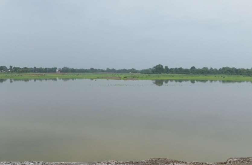 महेन्द्रसागर तालाब में दिखने लगा पानी, लोगों को भाने लगीं हिलोरें