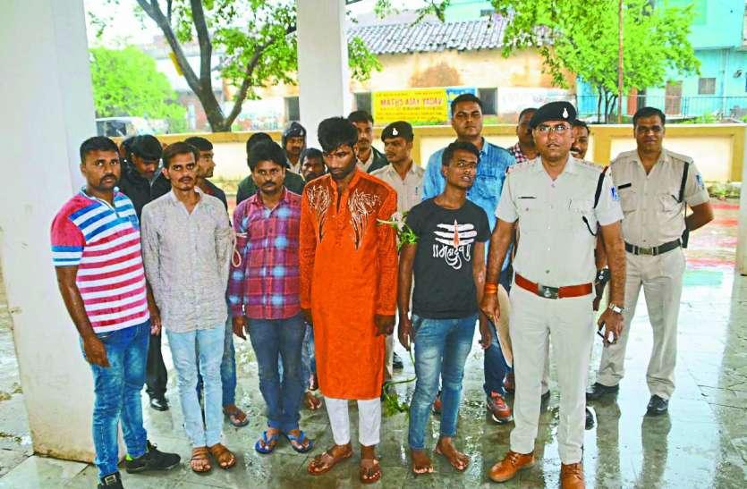 लूट-डकैती की साजिश रच रहे 7 बदमाश गिरफ्तार, पुलिस ने एेसे दी दबिश