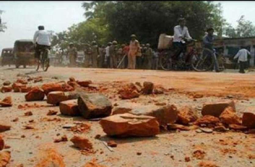 बजरी परिवहन के खिलाफ कार्रवाई करने गए पुलिस दल पर पथराव, तीन गिरफ्तार