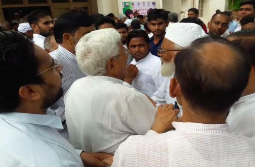 LIVE: हिन्दू-मुस्लिम भाईचारे का संदेश लेकर बागपत पहुंचे चौधरी अजित सिंह