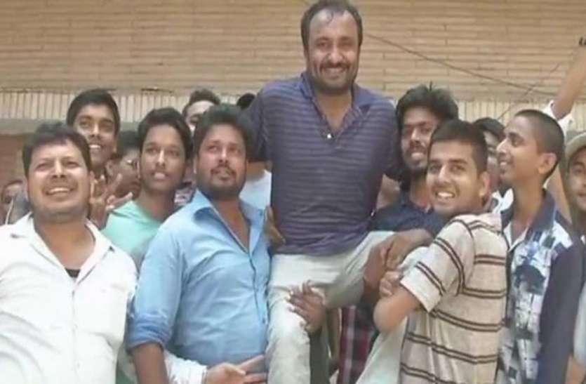 'सुपर 30' के पूर्व छात्रों ने संस्थान पर लग आरोपों को खारिज किया