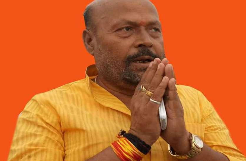 भाजपा विधायक ने क्षेत्र में पीड़ित मरीजों को दी आर्थिक सहायता