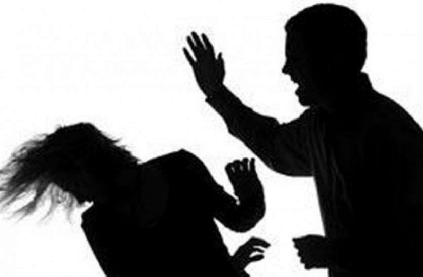 केश काटकर पति ने पत्नी को घर से निकाला