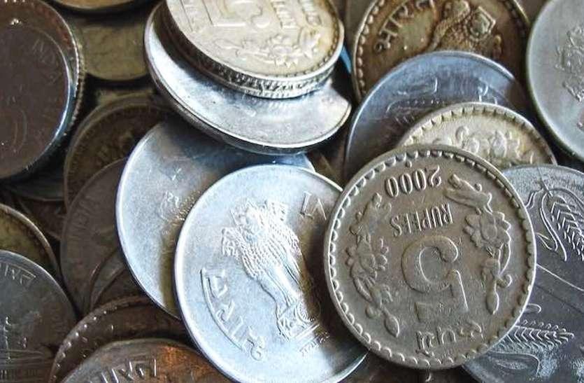 10 हजार के सिक्के लेकर बैंक पहुंचा व्यापारी, मैनेजर के हाथ-पैर फूले, फिर हुआ ये...