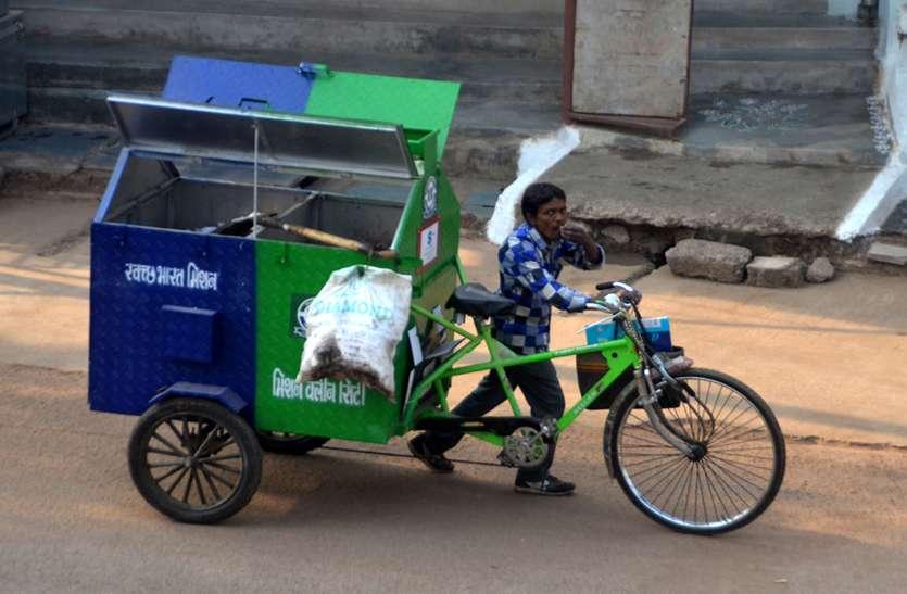 1350 कामगार, 750 रिक्शे, 54 ऑटो फिर भी रोज घरों से नहीं उठ रहा कचरा