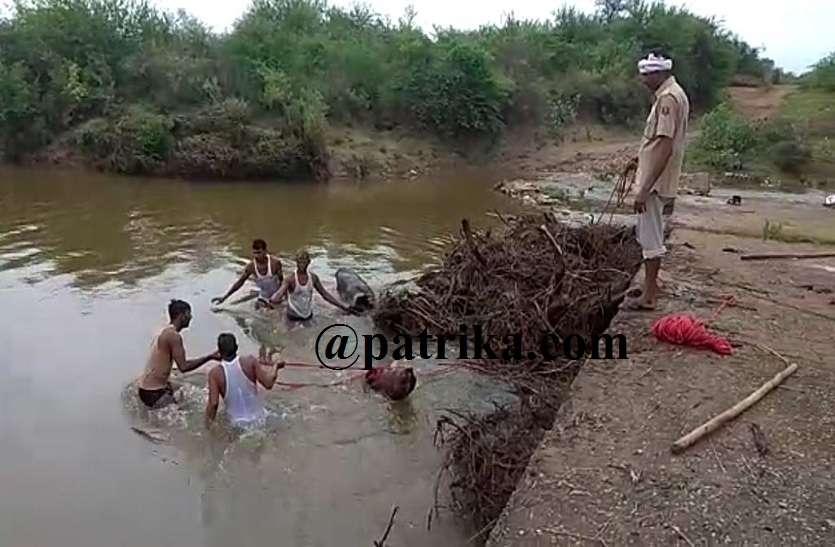 नदी-नालों में आया उफान बना जानलेवा, जिले में कई जगहों पर वर्षा जनित हादसे