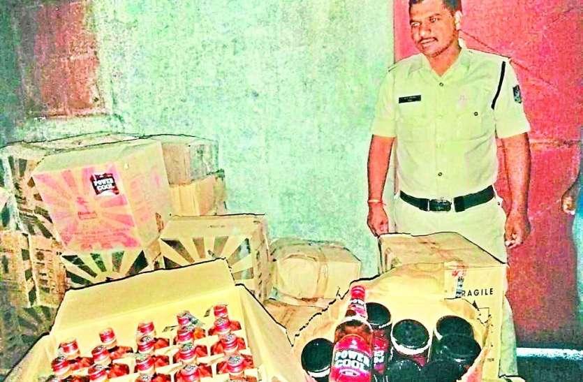 ठेकेदार की अवैध शराब गांव में उतरने से पहले पुलिस ने पकड़ी