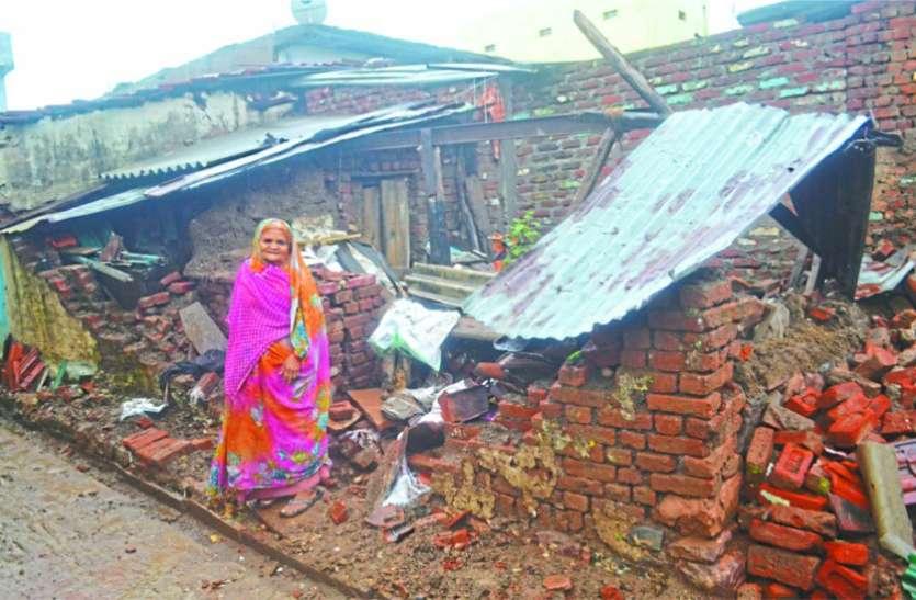 बारिश से जिलेभर में आफत, भरभराकर ढह गए घर