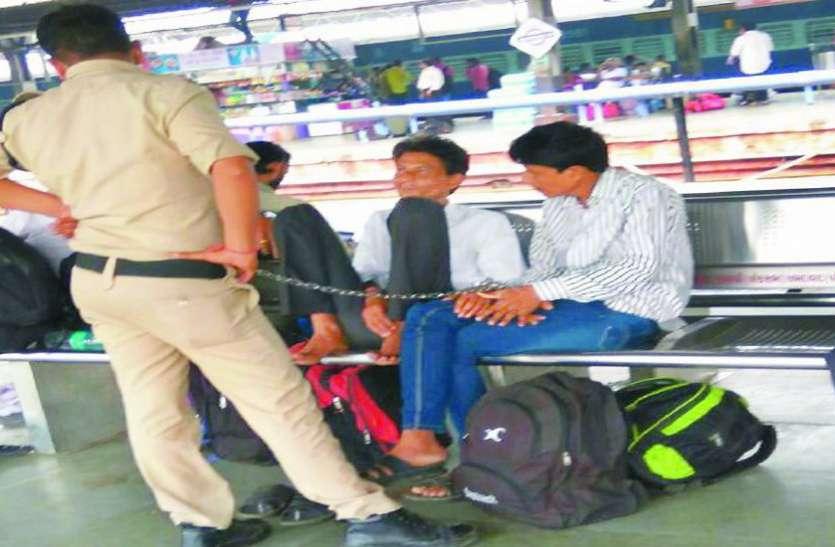 गिरनार जी में छिपे करोड़ों रुपए के धोखेबाज चिटफंडी भाइयों को पुलिस ने दबोचा
