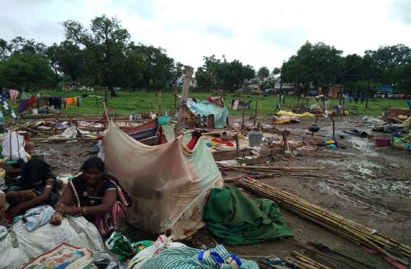 आरपीएफ ने 15 मिनट में 10 परिवारों को कर दिया बेघर...