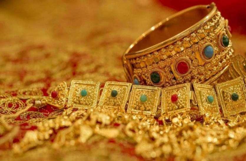 सोने में देखने को मिली 10 रुपए की मजबूती, 155 रुपए महंगी हुर्इ चांदी