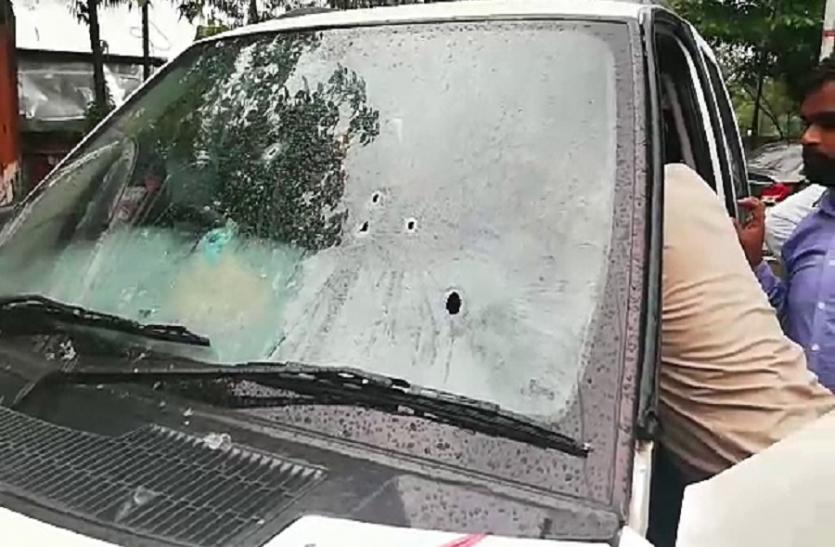 इलाहाबाद में दिनदहाड़े गैंगवार, गोलीबारी से फैली दहशत, एक व्यक्ति को लगी गोली