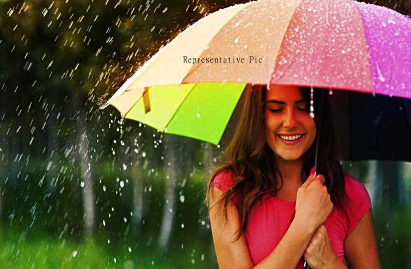 बारिश के मौसम में खुद को यूं बनाएं फैशनेबल