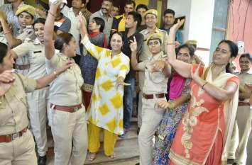 राजस्थान में पहली बार हुई किसी SP की ऐसी विदाई, महिला कांस्टेबलों के डांस का यह Video Viral