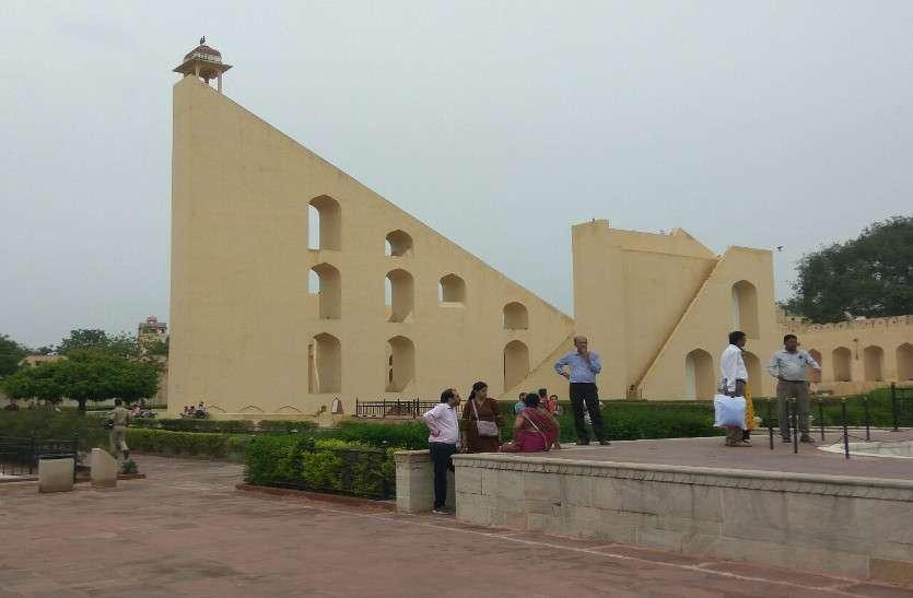 पर्यटकों के लिए जयपुर की शान कहा जानें वाला जंतर-मंतर प्रमुख पर्यटन स्थलों