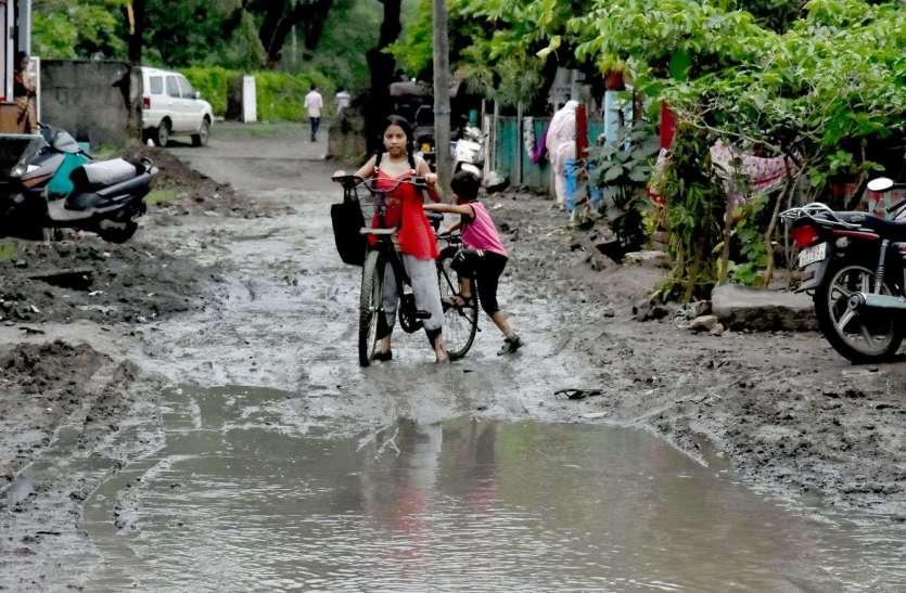 रतलाम, शहर की जनता किचड़ से परेशान।