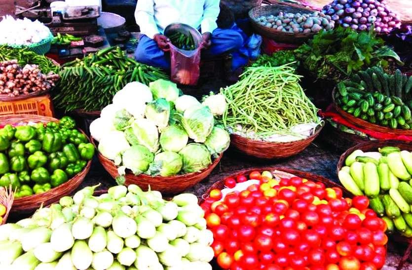 ट्रक हड़ताल के बावजूद थोक में सब्जियां सस्ती, लेकिन दुकानदार बेच रहे महंगी