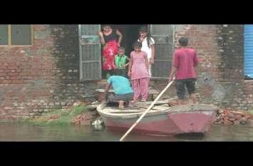 स्मार्ट सिटी का सच: बीच शहर में कालोनी बन गयी टापू, नाव से आ जा रहे लोग