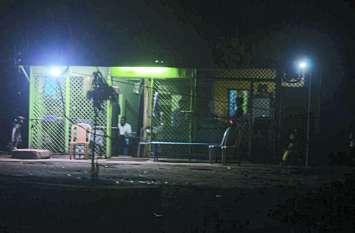 दुकानों का समय रात 11 बजे तक तय किया, पुलिस के संरक्षण में 1 बजे तक चल रहा शराब का कारोबार