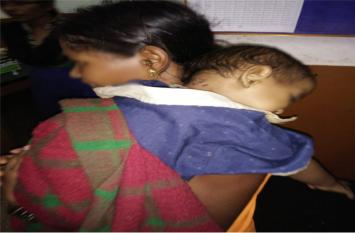 टोटके के चक्कर में 16 माह के बच्चे को गर्म छड़ से दागा, हालत गंभीर