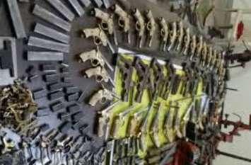 वेस्ट यूपी की सबसे बड़ी तमंचा फैक्ट्री पकड़ने के बाद पुलिस अफसर अपना सिर पकड़कर बैठ गए, कुएं से होती थी सप्लार्इ