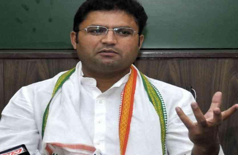 मीरपुर यूनिवर्सिटी द्वार पर हरियाणा कांग्रेस अध्यक्ष अशोक तंवर की गिरफ्तारी, कांग्रेस का लाठीचार्ज का आरोप
