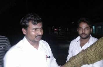 जीआरपी ने पकड़ा फर्जी टीटी , कई स्टेशनों पर यात्रियों से करता था वसूली