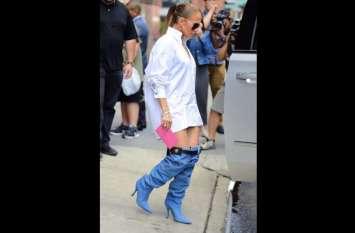 हॉलीवुड एक्ट्रेस जेनिफर लोपेज ने पैंट की जगह पहनें डेनिम के बूट, नहीं देखेंगे होंगे आपने कभी ऐसे जूते