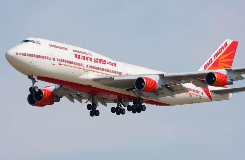 एयर इंडिया की फ्लाइट में कॉकपिट में घुसने की कोशिश कर  रहा था यात्री, हिरासत में