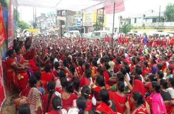 आंगनबाड़ी कार्यकर्ताओं ने निकाली रैली, मांगें पूरी नहीं होने पर सरकार के खिलाफ कह दी इतनी बड़ी बात
