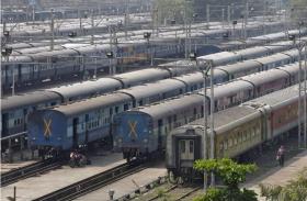 कोच राजवंशियों ने इस मांग के चलते ट्रेन रोक किया प्रदर्शन,प.बंगाल से असम के बीच ट्रेनोें की आवाजाही पर पड़ा असर