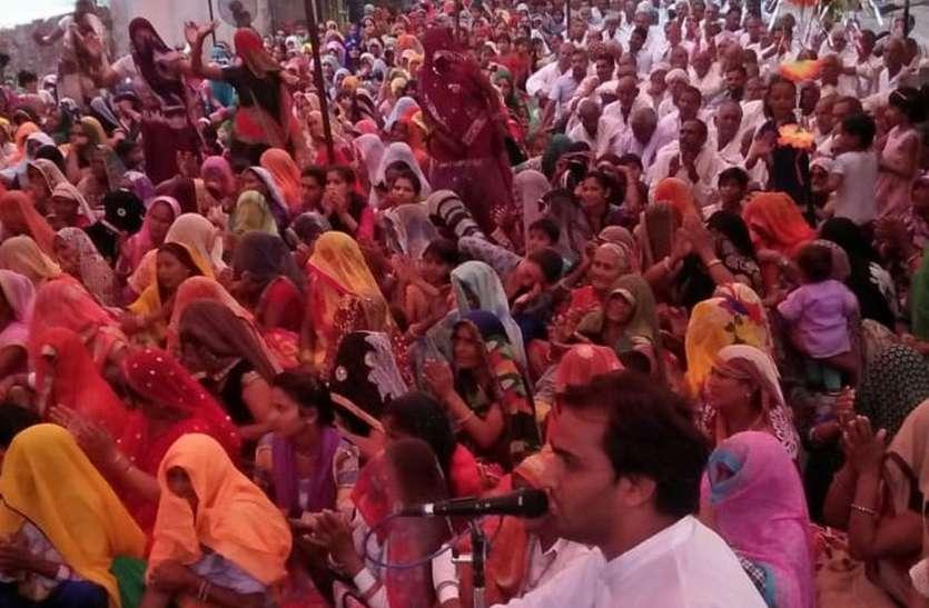 श्रीराम कथा से बह रही भक्ति की बयार, श्रोताओं की उमड़ रही भीड़