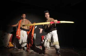 सूर्यपुत्र नाटक का मंचन