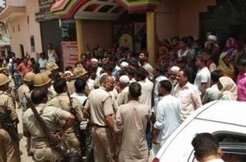 Big Breaking: मेरठ में दिनदहाड़े दंपति को गोली से उड़ाया, लोगों ने सड़क पर शव रखकर लगाया जाम, वाहनों पर पथराव के बाद आगजनी का प्रयास