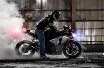 बाइक दे रही हैं ये सिग्नल तो तुरंत करवा लें सर्विसिंग नहीं तो खराब हो जाएगा इंजन