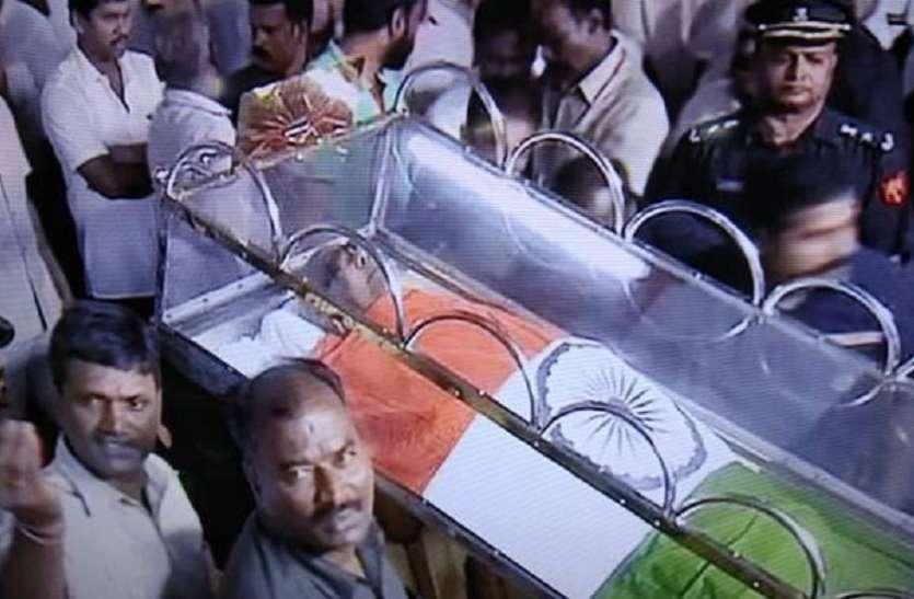 मद्रास HC का अंतिम फैसला, मरीना बीच पर दफनाए जाएंगे करुणानिधि