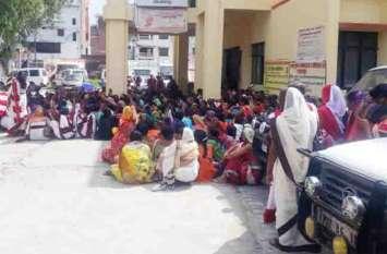 आशा हत्याकांड : नाराज कार्यकत्रियों ने सीएमओ कार्यालय का घेराव कर किया प्रदर्शन