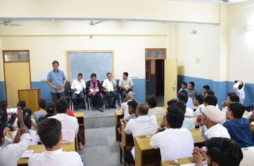 Journalism Seminar In Bundelkhand University Jhansi - 'लोकतंत्र के लिए शुभ  संकेत नहीं हैं ये' | Patrika News