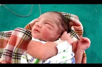 मुरादाबाद: झाड़ियों में मिली नवजात बच्ची,पुलिस ने अस्पताल में कराया भर्ती