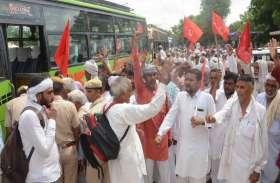 संपूर्ण कर्जा माफी को लेकर प्रदर्शन कर किसानों ने दी गिरफ्तारी